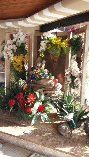 Inspirada por um trabalho do artista americano Dale Chihuly, especialista em vidros, nao resisti a ideia e fiz algo em meu jardim...fiquei feliz....
