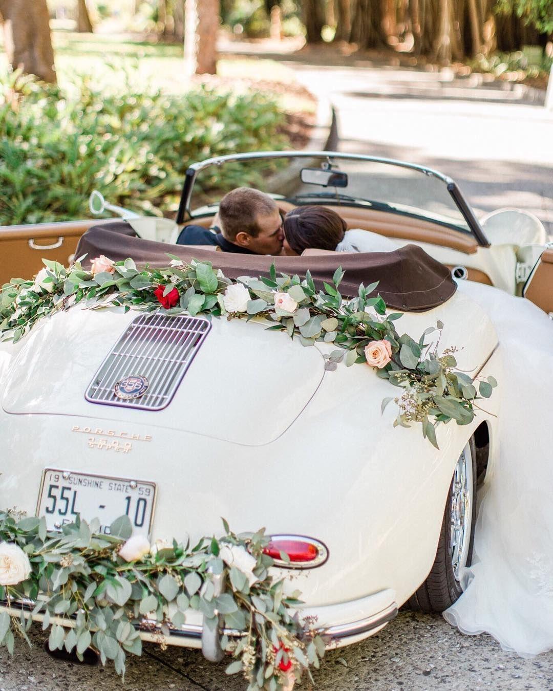 Casiemariephotography Wwwrevviescom Inspiration Speedster Sarasota Classics Revvies Brought Vintage Flor Braut Brautigam Hochzeit Auto Hochzeitsautos