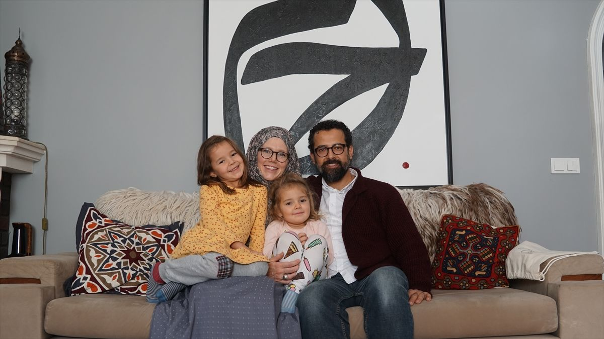 Jenny Molendyk Divleli with her daughters and husband | Why Becom Muslim | Aisha Rosalie