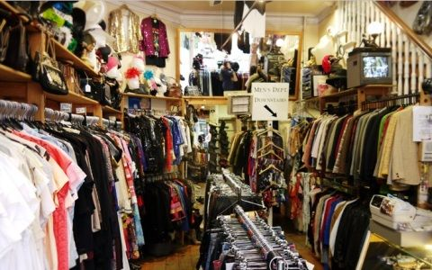 The vintage guide to Dublin on http://www.queensofvintage.com ...