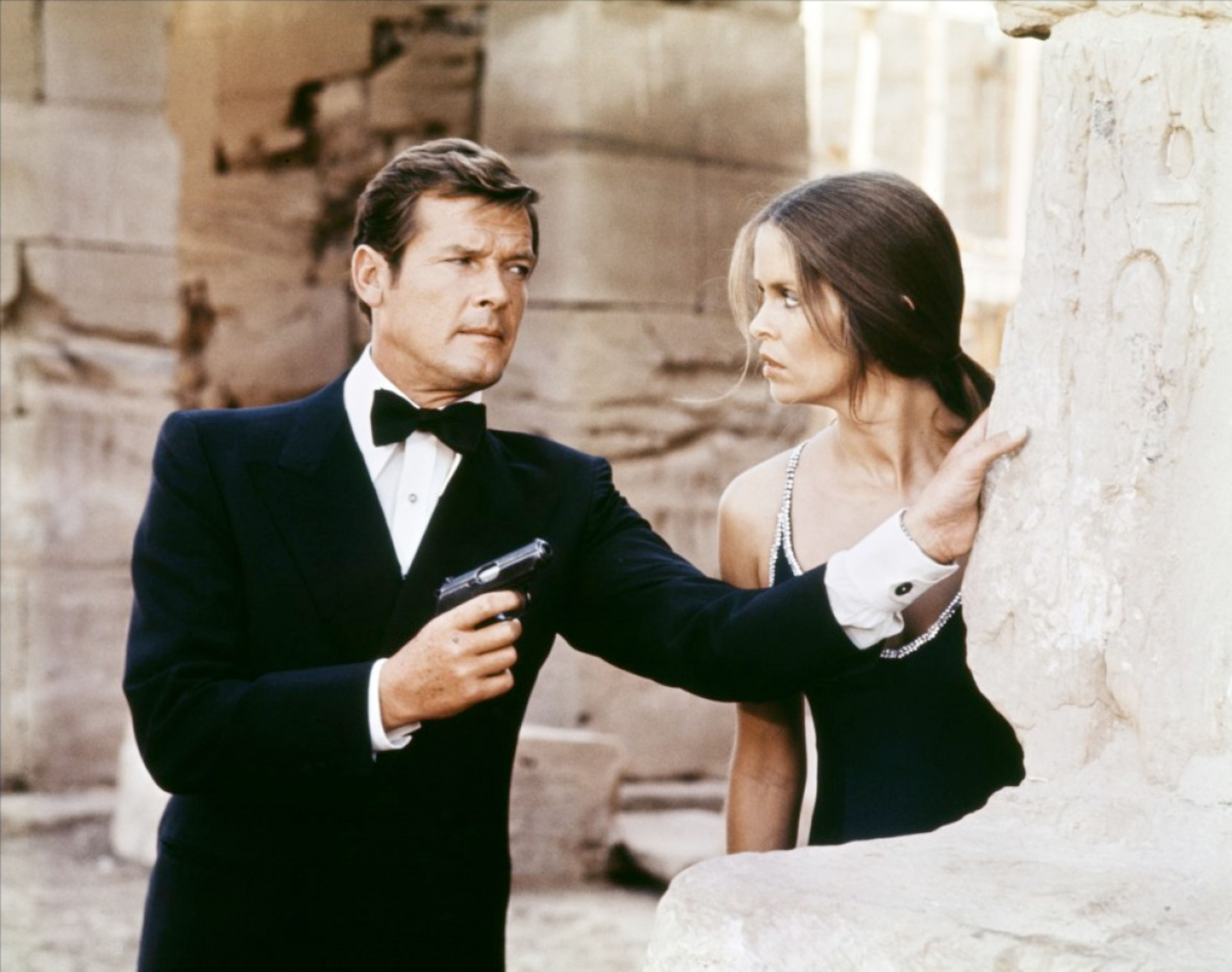 Roger Moore And Barbara Bach On Location In Egypt 4922x3882