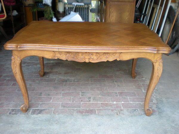 une table en merisier massif style