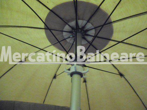 Ombrelloni professionali per spiaggia in alluminio USATO Q.TA' 2 EUR 47 - Mercatino Balneare ombrellone miro'  ragno ravenna con appendiabiti 10 stecche da cm. 110 per un diametro di circa  220 cm.  le stecche  di diametro 5 mm intercambiabili sono funzionali  palo in alluminio diametro 40 mm innesto baionetta tessuto tempotest mare  perfettamente funzionale vendibili anche singolarmente il prezzo per cadauno ombrellone esclusa la parte sotto da definire escluso iva e