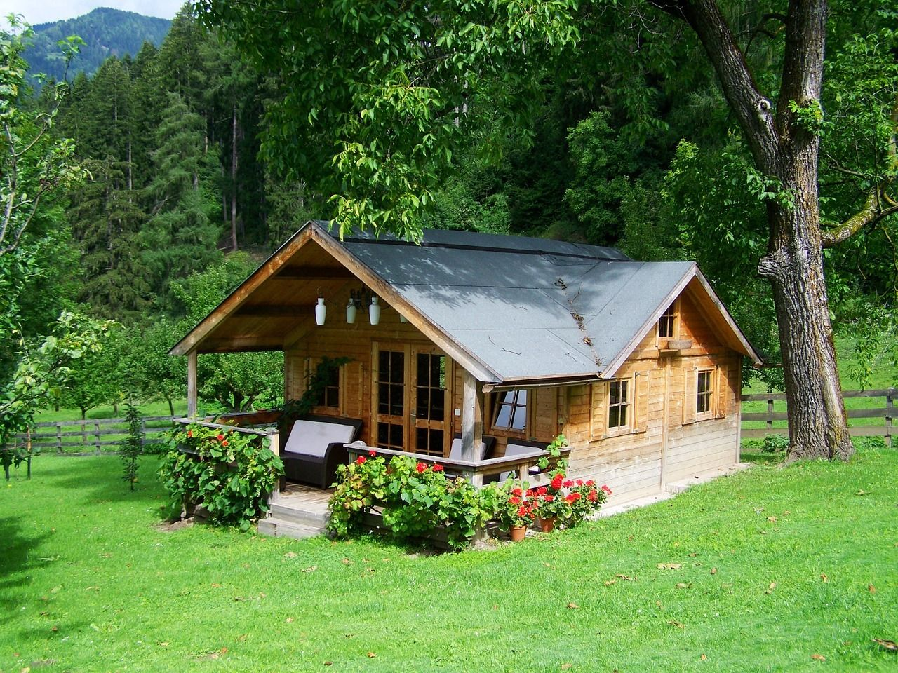 15 Inspiring Downsizing House Plans That Will Motivate You To Move Small Wooden House Small House Living Best Tiny House