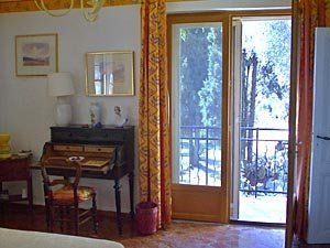 Writing desk conveniently positioned near the open door, with all of the French #Riviera beyond. Now that's what we call inspiration: http://www.nyhabitat.com/south-france-apartment/vacation/185
