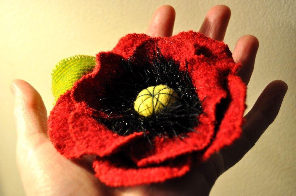 Xl Poppy Lapel Pin Corsage Remembrance Day Black Wool Pin Poppy