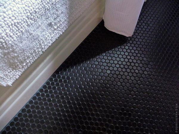 Penny Tiles Black On Black Grout Doorsixteen Blackpennyrounds2 Black Bathroom Floor Black Floor Tiles Penny Tile