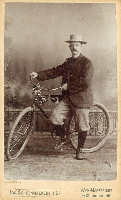 Een trotse Maastrichtenaar laat zich samen met zijn nieuwe fiets vereeuwigen in het atelier van fotograaf Schoenmaekers, ca. 1910 | Flickr - Photo Sharing!