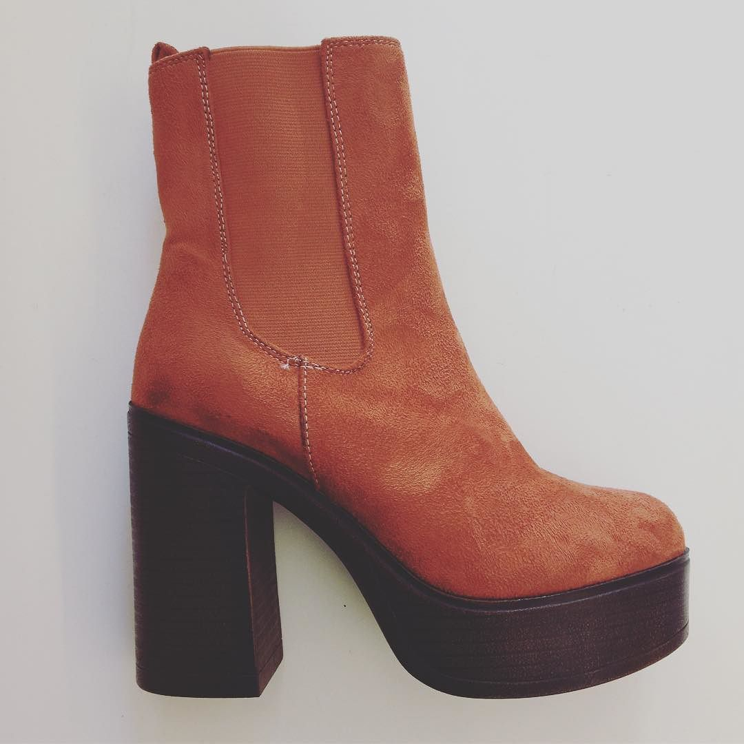 These Boots are made for walking  #shoeaddict #shoegasm #suede #brown #kalkhatstyle #humanasecondhand