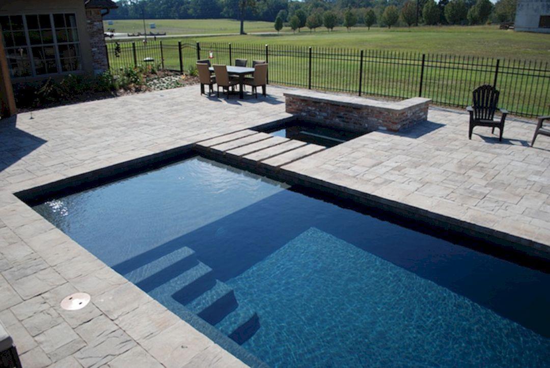 Type de piscine choisi en béton projeté, revêtement marbre gris