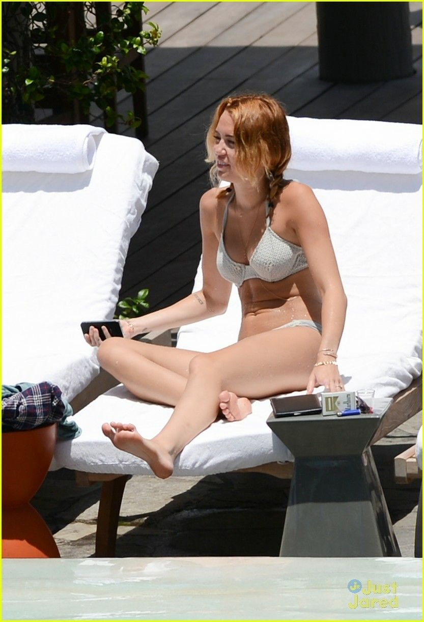Miley Cyrus Bikini Photos Gallery