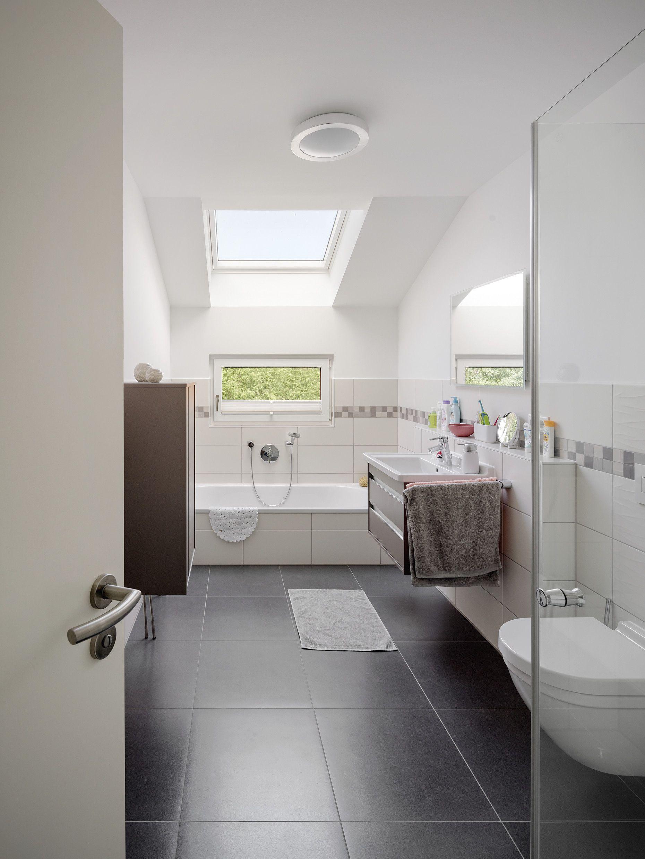 Helles Badezimmer Mit Wanne Und Dusche Badezimmer Ohne Fenster