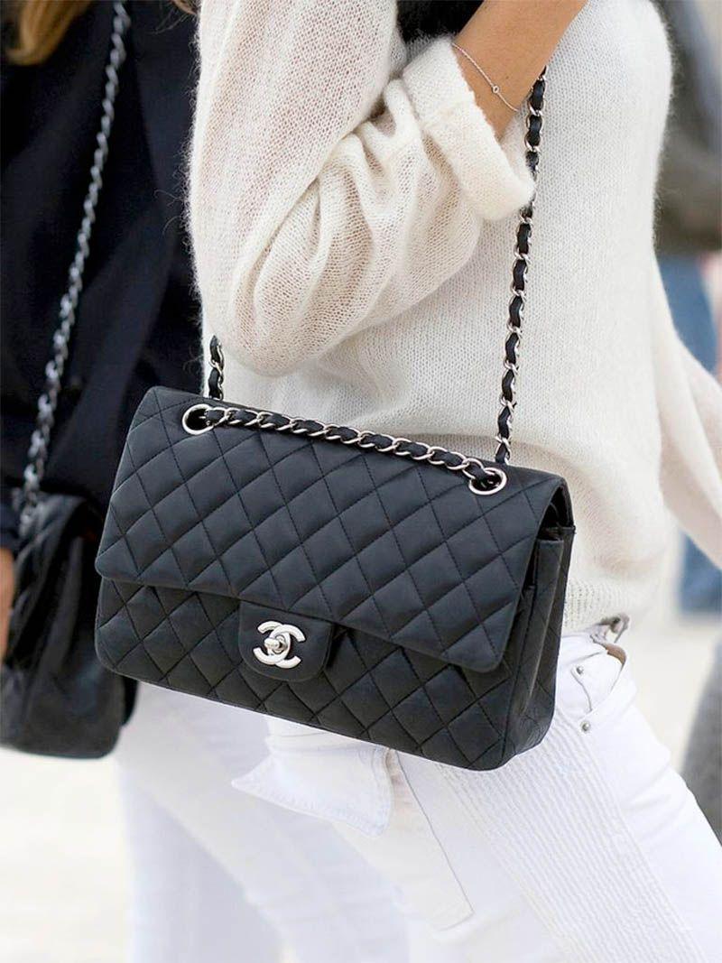 De 10 meest iconische mode items - Timeless handbag, Chanel bag, Chanel bag outfit, Chanel handbags, Stylish bag, Popular handbags - Trends komen en gaan, alleen de echte klassiekers die nog steeds gedragen kunnen worden  Dit zijn de 10 meest iconische mode items