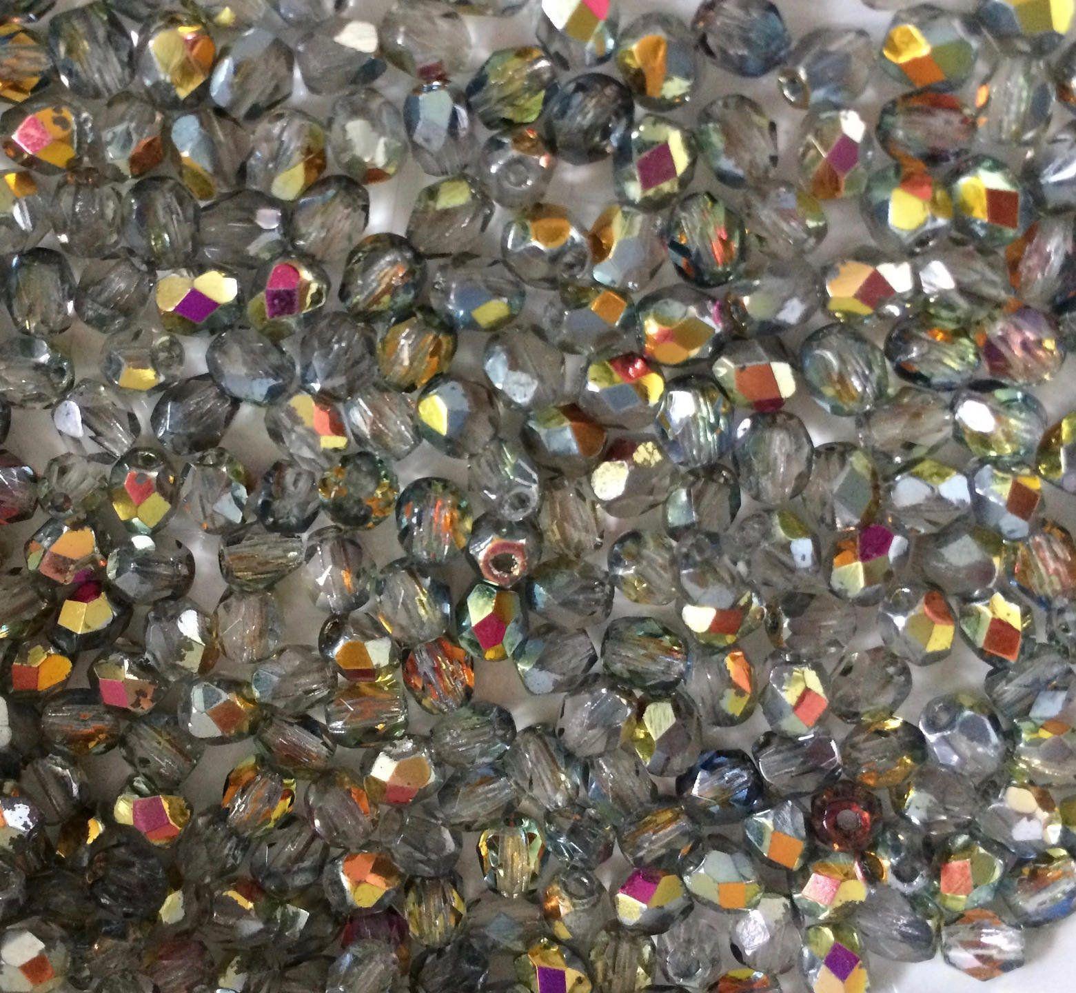 Lot de 50 perles à FACETTES 4mm en Cristal de Bohème Bleu clair Irisé