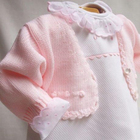 Faldones de piqué con zig zag rosa. Ropa clásica para bebé. Precioso faldón  de c8c091ae3380
