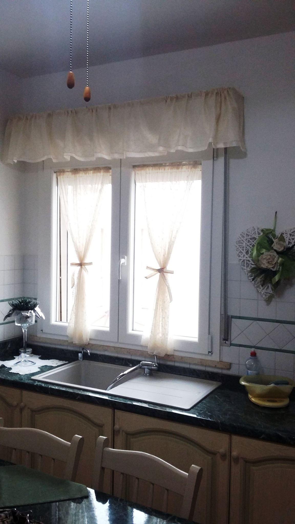 tende in stile provenzale a vetro in tulle e con mantova  Tende da Interni Serramenti ed
