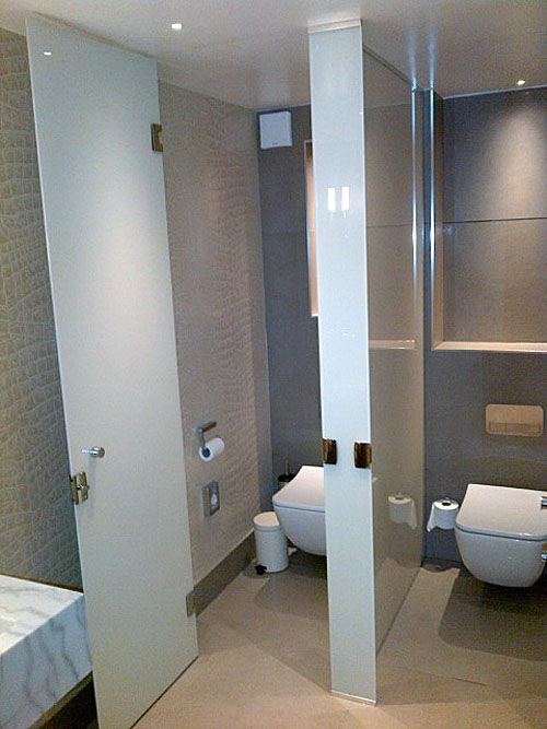 Frameless glass toilet cubicles in white painted and laminated glass ...