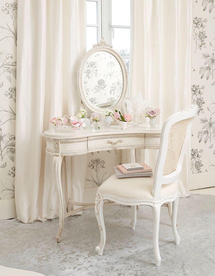 coiffeuse style boudoir chic classique style boudoir. Black Bedroom Furniture Sets. Home Design Ideas