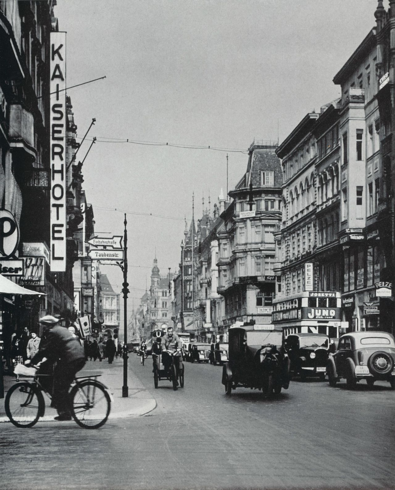 Berlin Friedrichstrasse Ca 1930 Berlin Street Berlin Photos Berlin City