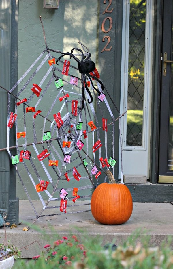 The BEST Halloween Decoration Ideas for the Front Porch and Trunk - good halloween decoration ideas