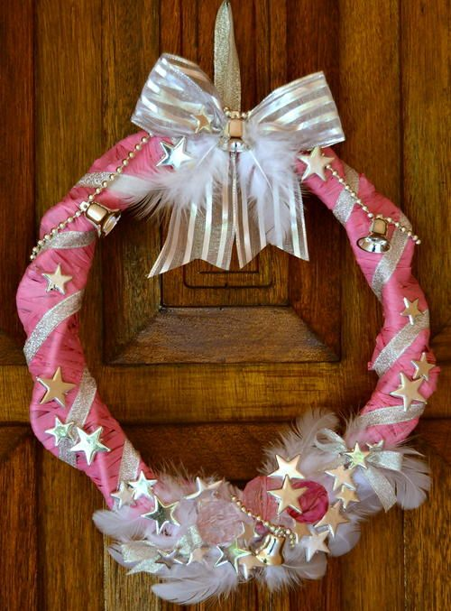 Unconventional Hot Pink Homemade Wreath | Make a DIY Christmas wreath that's a little different than your traditional wreath.