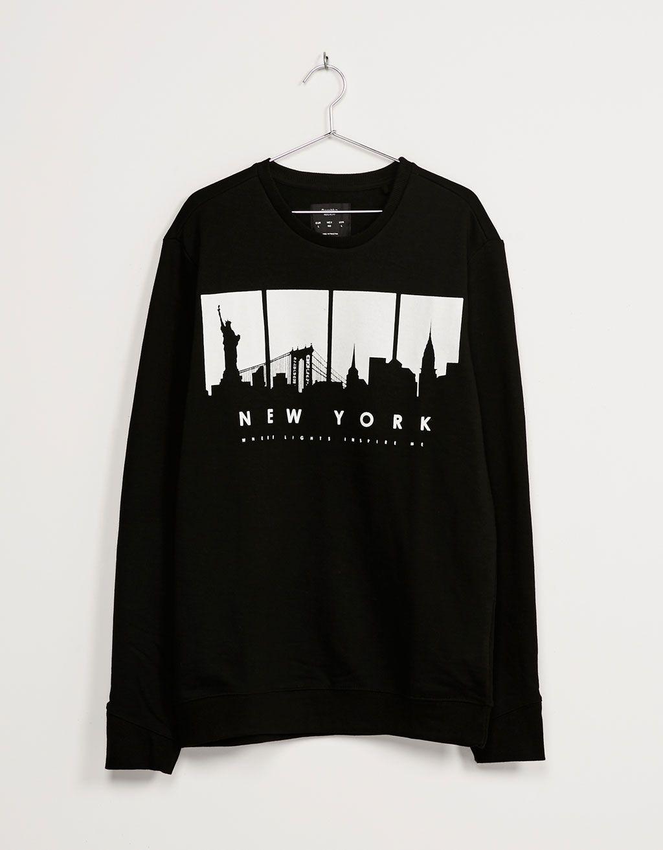 Sudadera  N.Y. Go Away . Descubre ésta y muchas otras prendas en Bershka  con… f6347efe4d1eb