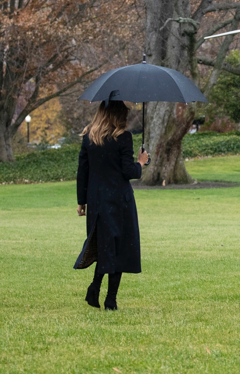 Fashion Notes Melania Trump Goes from Burberry to Calvin
