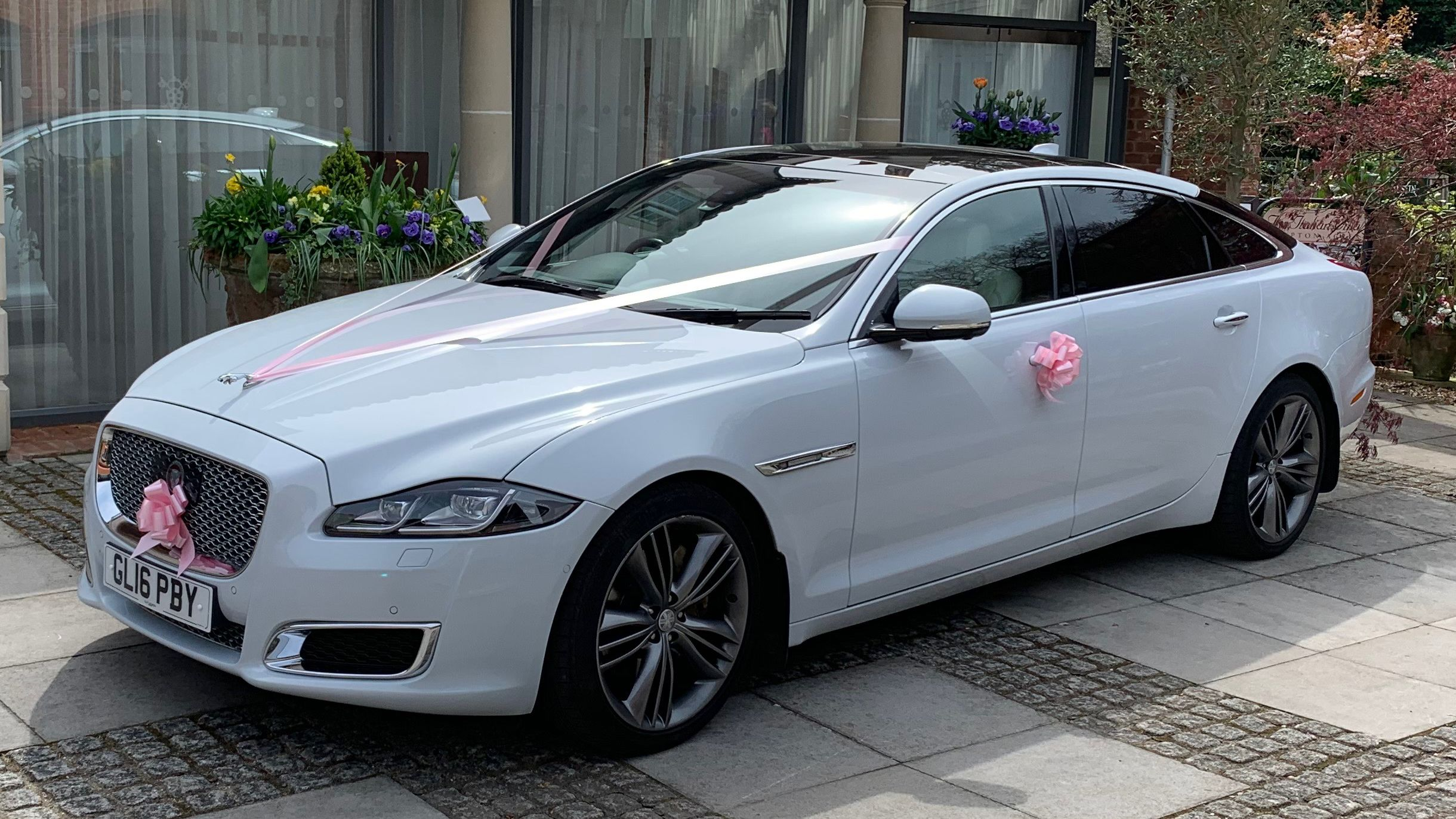 Brand New Jaguar Autobiography Available To Hire For Weddings Extended Wheel Base Tv Cream Leather Interior Reclining Sea Jaguar Xj Classic Cars New Jaguar