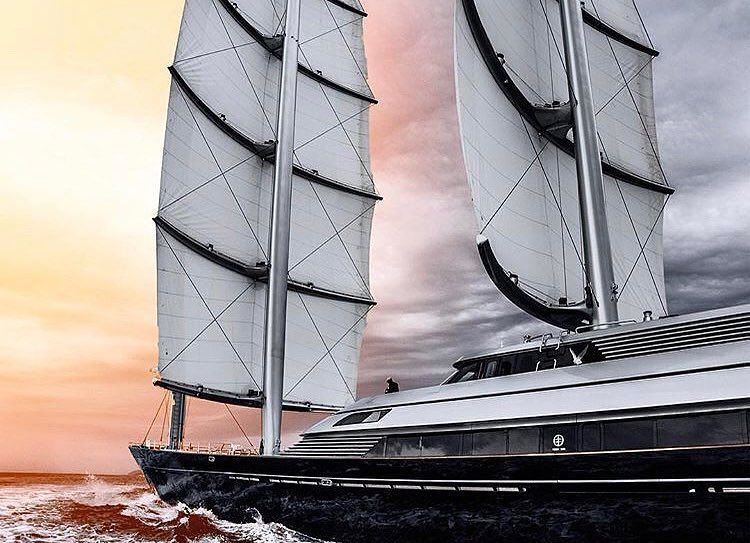88m Maltese Falcon She Was Built By Perini Navi In 2006 With A Beam Of 12 9 M And A Draft Of 6 M She Has A Steel Hull And Alumin Boat Sailing Luxury