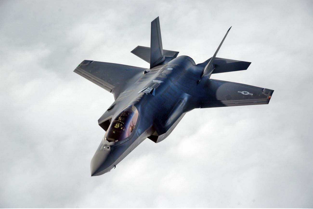 F-22 Raptor vs F-35 Lightning | Pinterest | Lightning, Aircraft and ...