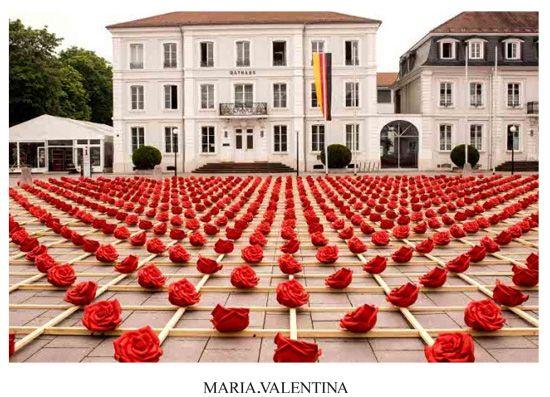 Dessa vez na Alemanha foram postas 1000 rosas numa rua