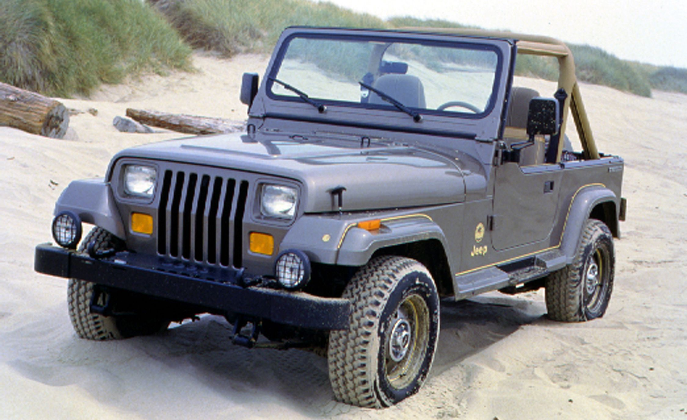 The Complete Visual History Of The Jeep Wrangler From 1986 To Present Jeep Wrangler 1987 Jeep Wrangler Jeep Wrangler Yj