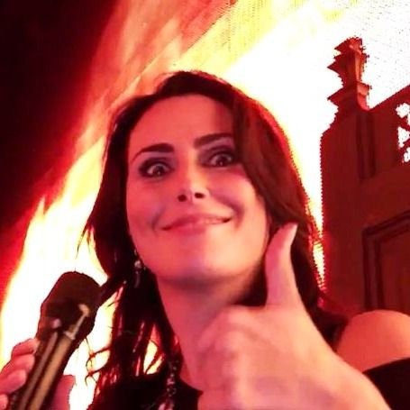 "Gefällt 489 Mal, 7 Kommentare - Sharon den Adel Fan Page  (@sharondenadelfanpage) auf Instagram: ""Happy Friday!!! It's Black Friday in the @wtofficial webstore today! Check:…"""