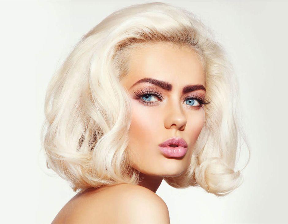 coiffure mi courte blond platine Cheveux Blond Platine