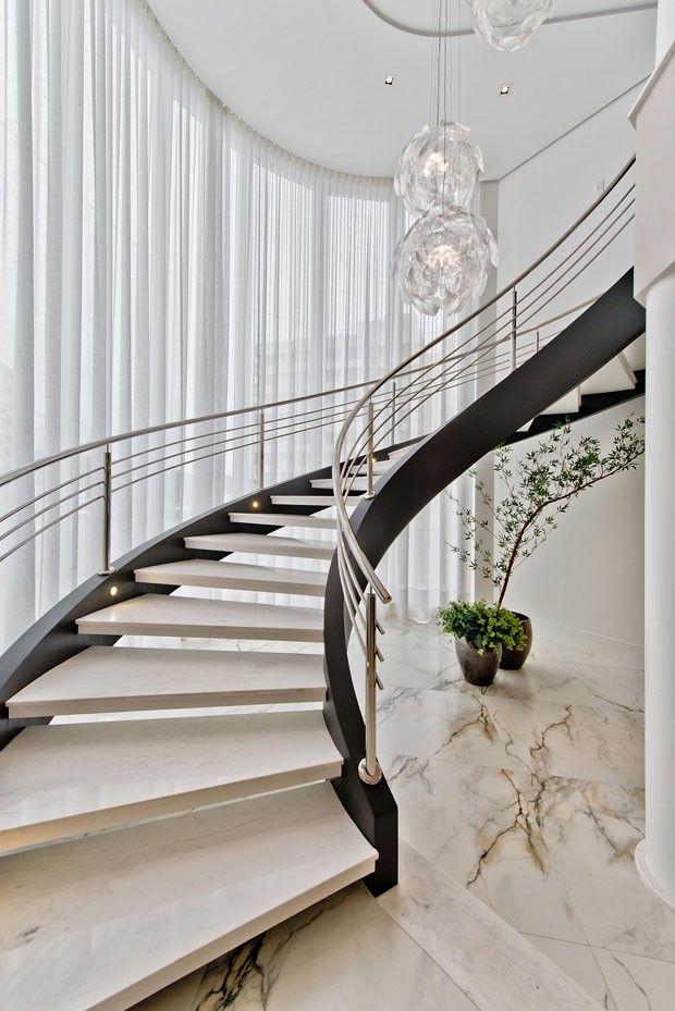 Apartamento duplex foto lio simas ulgacao modern staircase design also best stairs images in hand railing rh pinterest