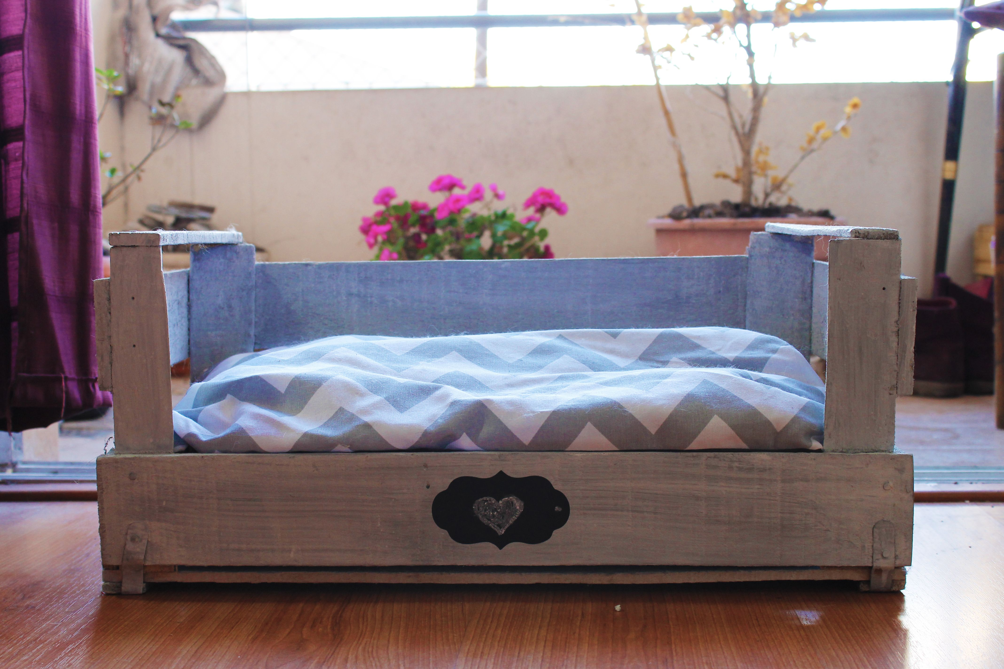 Cucha perros y gatos caj n de madera reciclado 380 en for Alacenas de madera