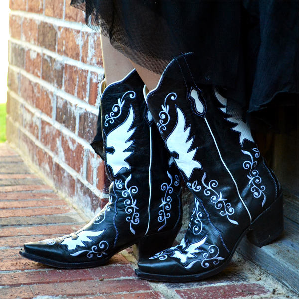cowboy boots love ..... -  Domino Black Leather Boots, Bodacious Boot Co
