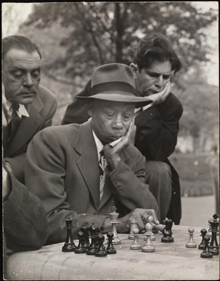 Playing Chess in Washington Square NYC, 1950s | Greenwich