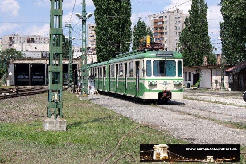 832 Budapest Csepel 07.07.2013 - im Betriebshof abgestellt und vom Bahnsteig aus fotografiert