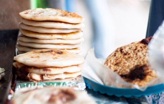 What Is A Pupusa Learn How To Make Pupusa Qué Rica Vida Recetas De Comida Recetas Salvadorenas Comida Deliciosa