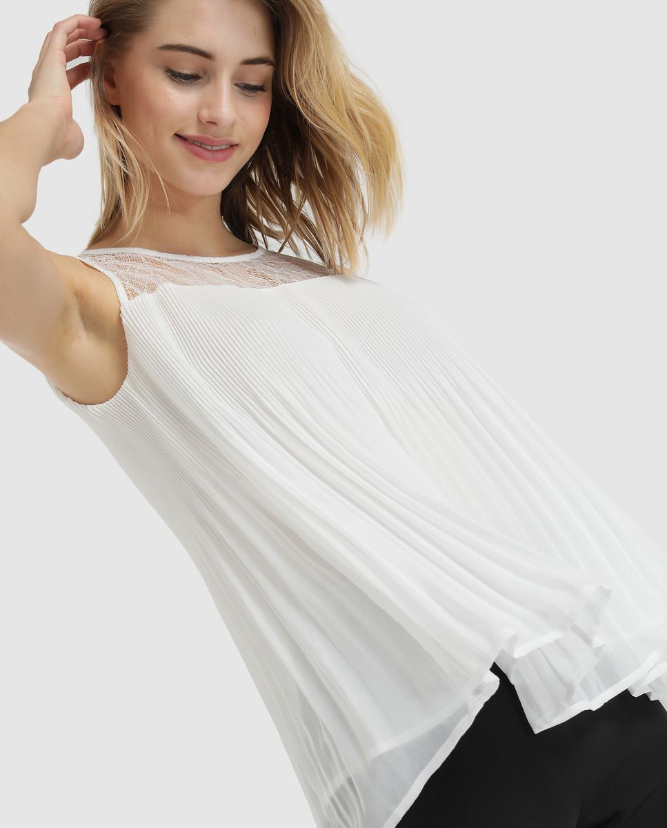 ac70784a2511 Blusa de mujer plisada con encaje en 2019   Mujeres hermosas ...