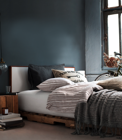 wall color bed dress