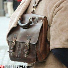 469fa939597 Se busca mochila cuadrada cuero vintage