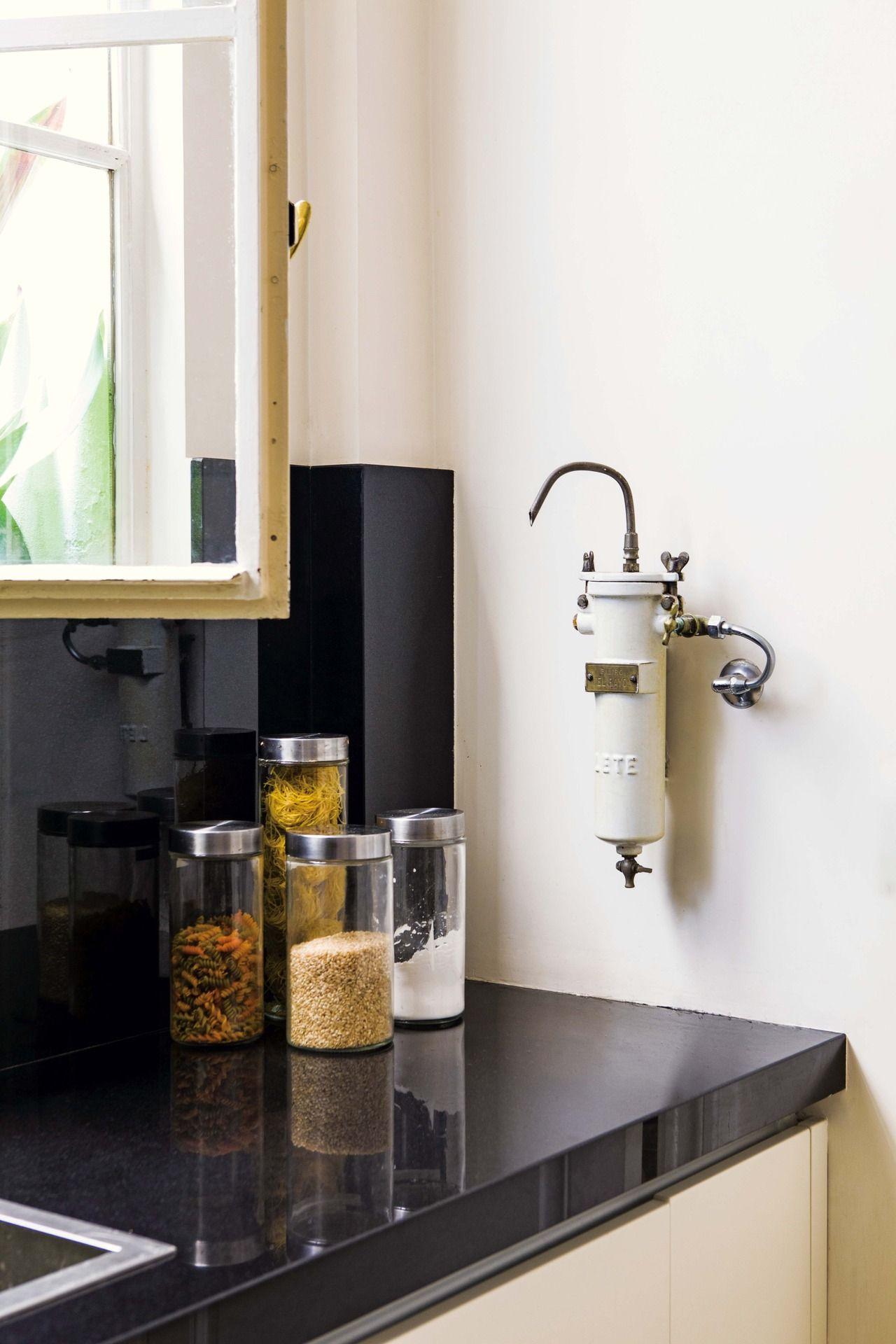 Una Cocina Con Base Antigua Y Equipamiento Contempor Neo Small  # Muebles De Zoita