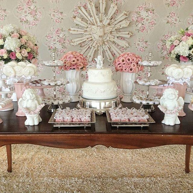 #mulpix Coisa mais linda essa inspiração de decoração para você que está planejando um batizado! Produção @criancices Bolo: @vaniaelihimas Doces: @lanabandeirainfantil @bentabrigaderia Bem-comemorados: @wildebemcasados Mobília: @locacaodemobilia 💖💖💖💖💖  #festejarcomamor  #festainfantil  #festamenina  #festamenino  #festameninoemenina  #maedemenino  #maedemenina  #aniversarioinfantil  #aniversariomenina  #aniversariomenino  #partyideas  #kidspartyideas  #batismo  #bautismo  #batizado…