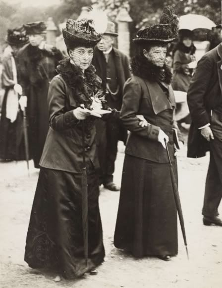 Queen Alexandra of the United Kingdom and her sister Dowager  Empress Marie Feodorovna of Russia as widows.A♥W