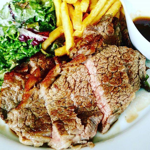 昼から1500円のランチ。笑 でも国産牛でこのコスパやったら納得。  #ステーキ #ランチ #贅沢すぎる #リッチ #肉