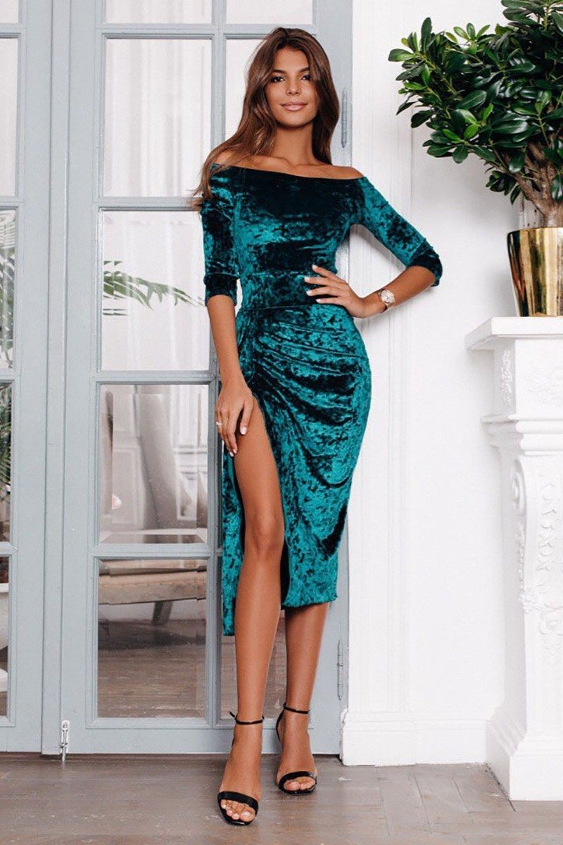 a4ac86a209d Купить изумрудное бархатное платье годе с разрезом на ножке и оголенными  плечиками - ар. 1179