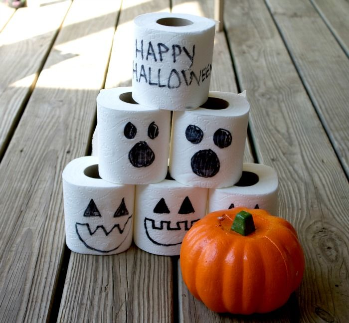 This fun Halloween Pumpkin Bowling game is the perfect game for kids this Halloween. Pumpkin bowling only requires a few steps to create!