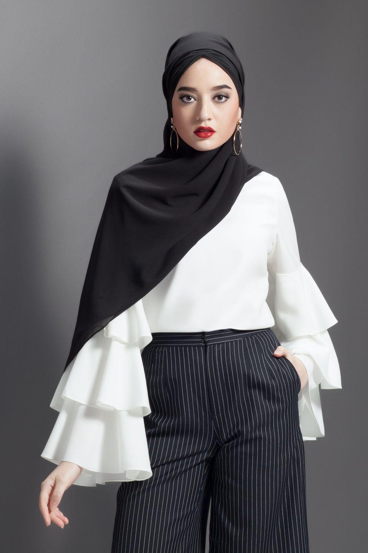 5284e53f0e34 ANNALINAR | ฮิญาบ ชุดมุสลิม ชุดอิสลาม black hijab modest fashion chiffon  hijab scarves, hijabi, jilbab, tudung , silk scarf, hijab style, hijab  fashion, ...